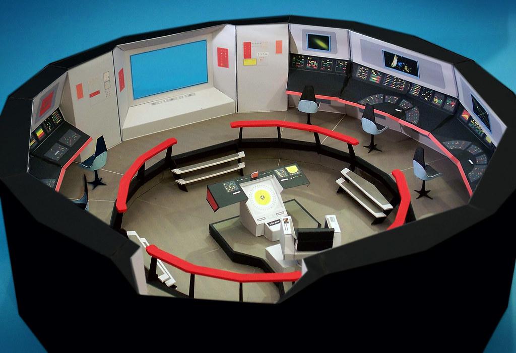 Star Trek Bridge Model (Paper) | A large (26 inch diameter ...