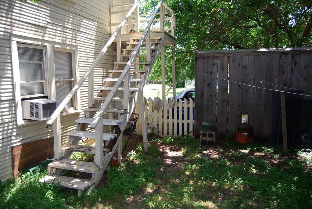 Lee Harvey Oswald Backyard   Back yard where the infamous ...