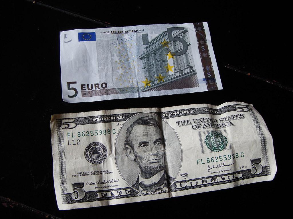 5 euro 5 dollar bill bobbyl wis flickr. Black Bedroom Furniture Sets. Home Design Ideas