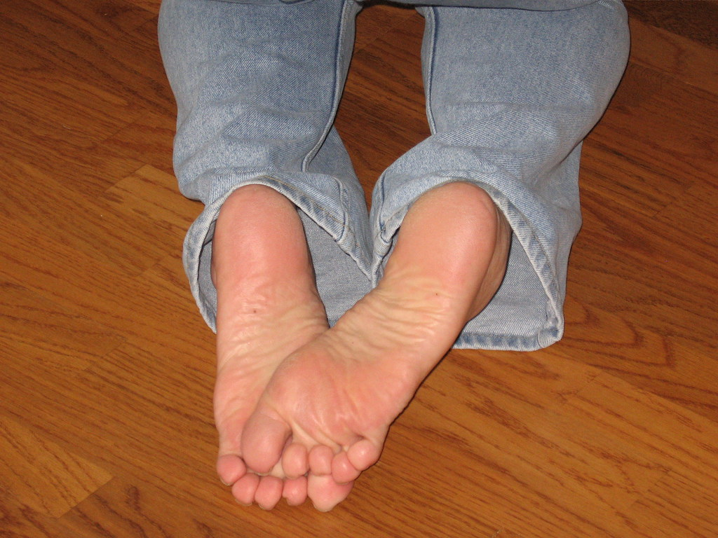 naked sexy girls soles