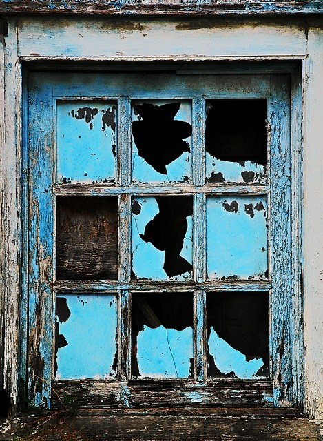 Broken Window Art | by pictureinfocus Broken Window Art | by pictureinfocus & Broken Window Art | BDOSBT081107_0106 Broken Window Art Empiu2026 | Flickr