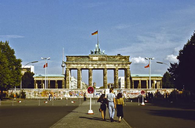 brandenburg gate 1989 - photo #5