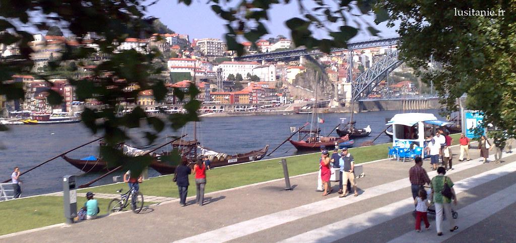 Promenade sur un quai du Douro