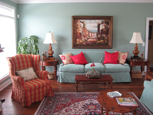 Living Room With Vintage And New This South Carolina