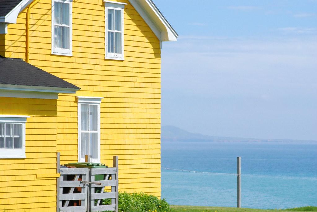 la maison jaune the yellow house iles de la madeleine. Black Bedroom Furniture Sets. Home Design Ideas