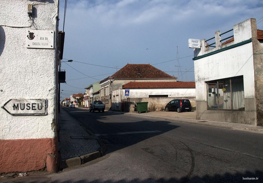Si on tourne à gauche, on va au musée de Vista Alegre