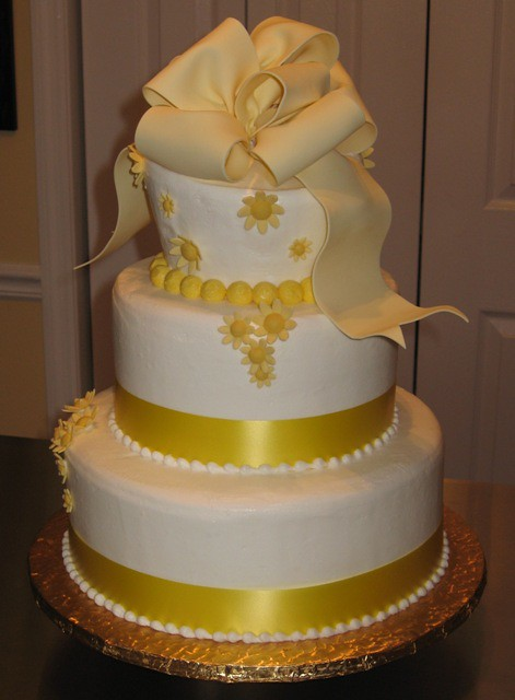 Cakes With Bow Decorations And Instructoins