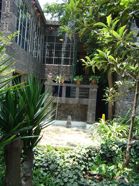 Jard n de la casa azul de frida kalho explore for Casas en la jardin balbuena