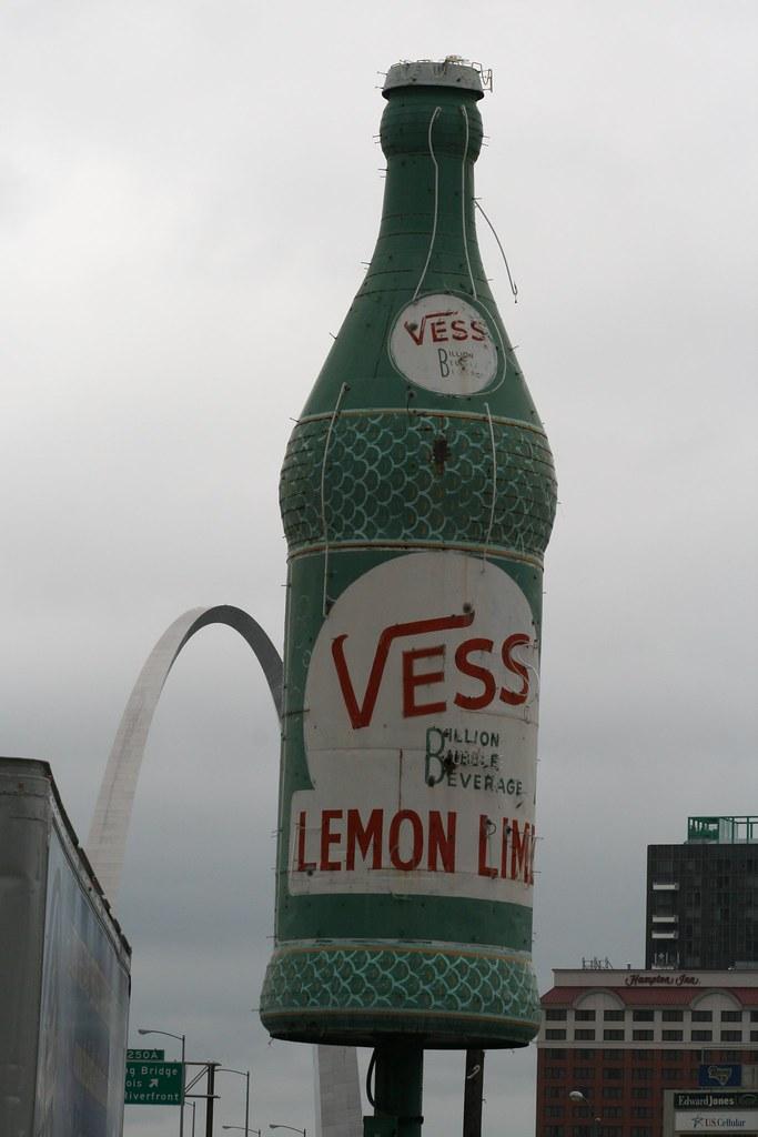 Vess Soda Billion Bubble Beverage A Giant Replica Of A