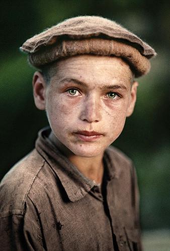 Afghan  Boy From Nuristan, Afghanistan, 1990  Som Soln -6429