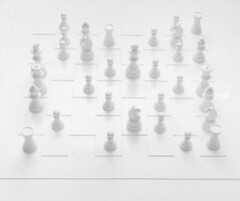 Play It By Trust / White Chess Set | by Yoko Ono official