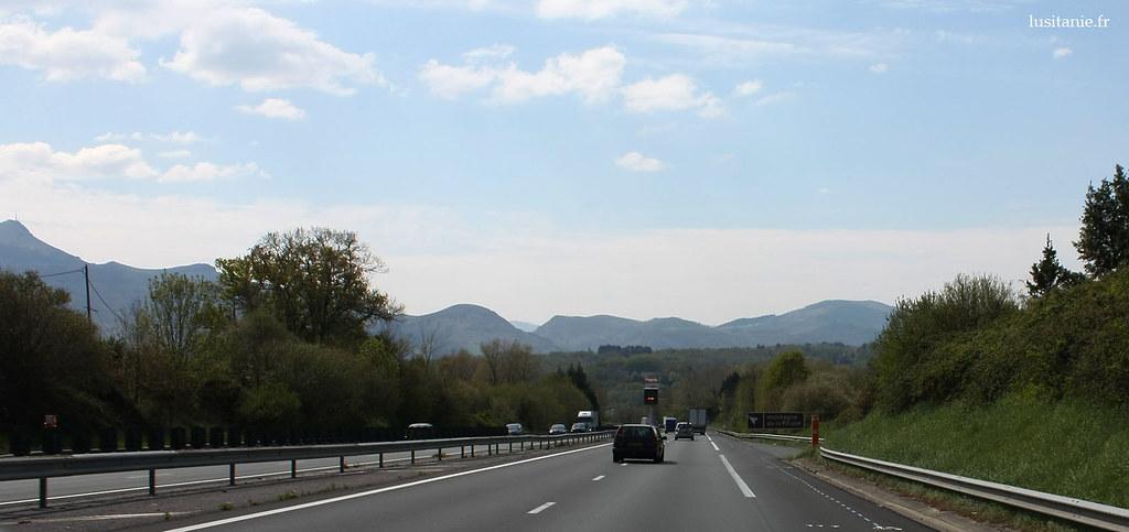En face, les Pyrénées