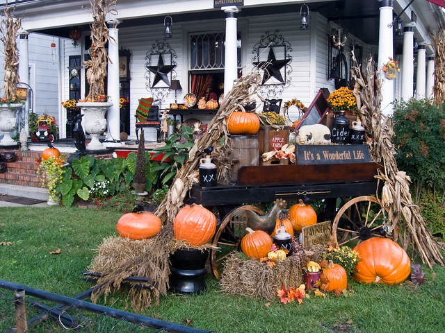 halloween house halloween house decorations in port norfol michael tefft flickr. Black Bedroom Furniture Sets. Home Design Ideas