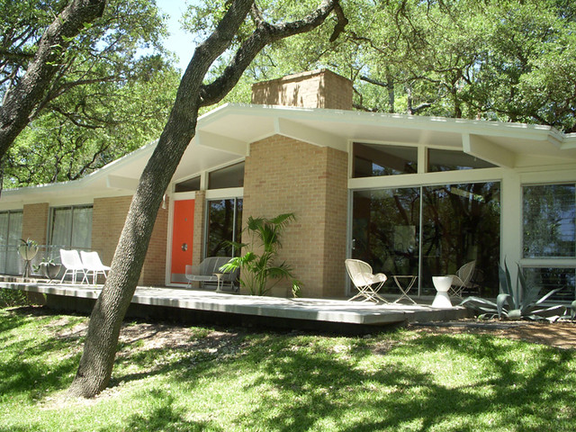Front 1959 mid century modern home in austin texas for Modern homes austin tx