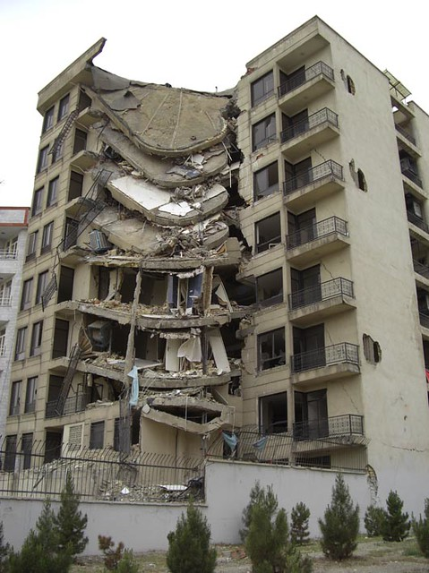 Building Falling Down : Distraction falling down of this building killed