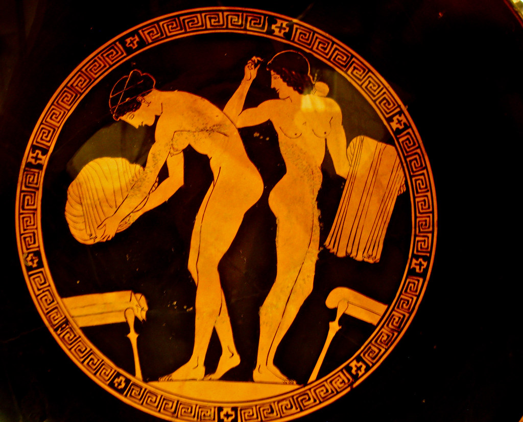 Matrimonio In Grecia Antica : Women with their garments terracota kylix drinking cup