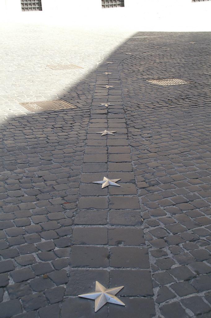 Pavimentazione di piazza montecitorio maurizio manetti for Piazza montecitorio 12