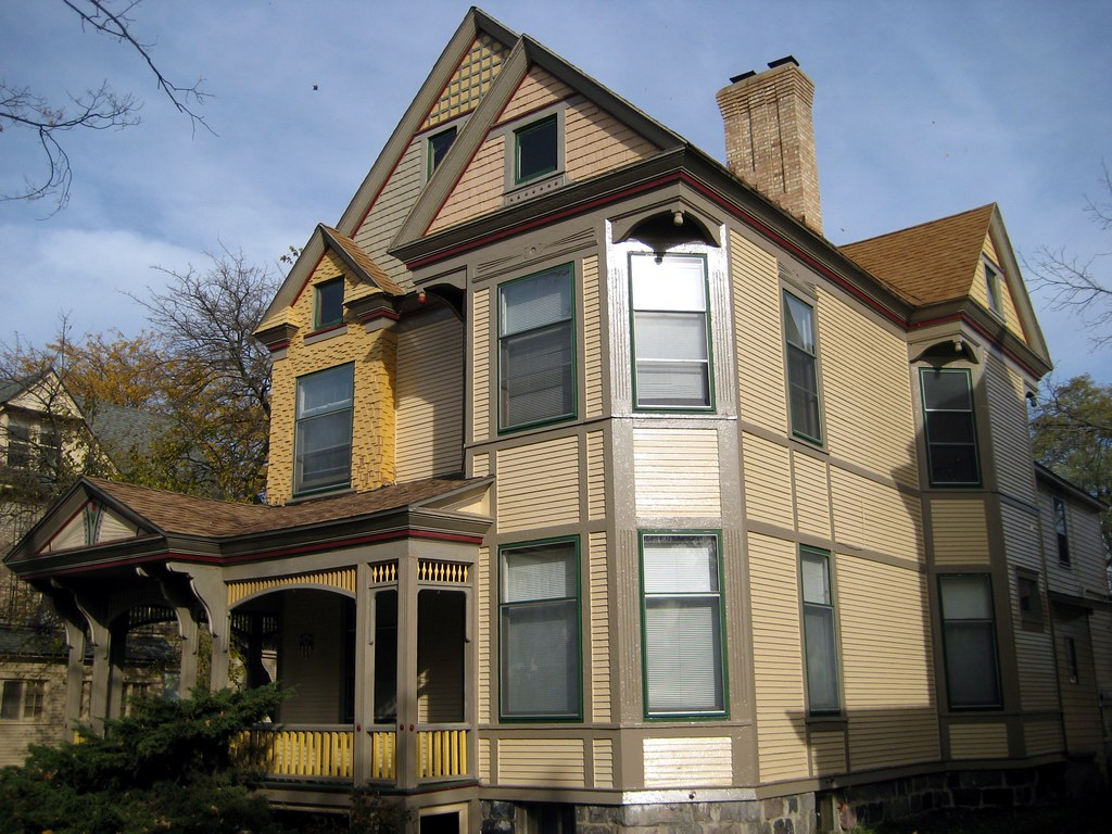 The kellogg house this queen anne style house was built for Old style homes built new