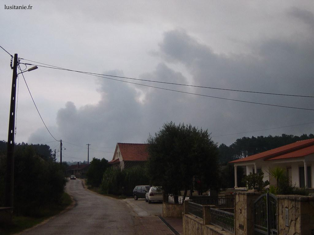 Nuages noirs : incendie tout proche