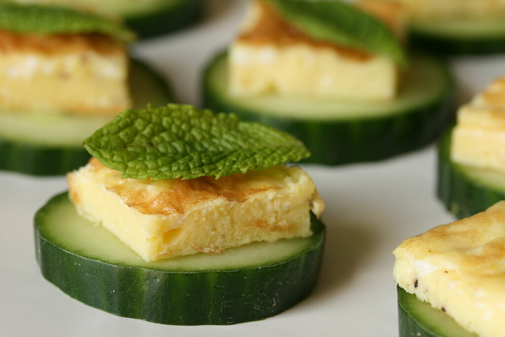 Egg mint and cucumber canapes egg mint and cucumber for Canape garnishes