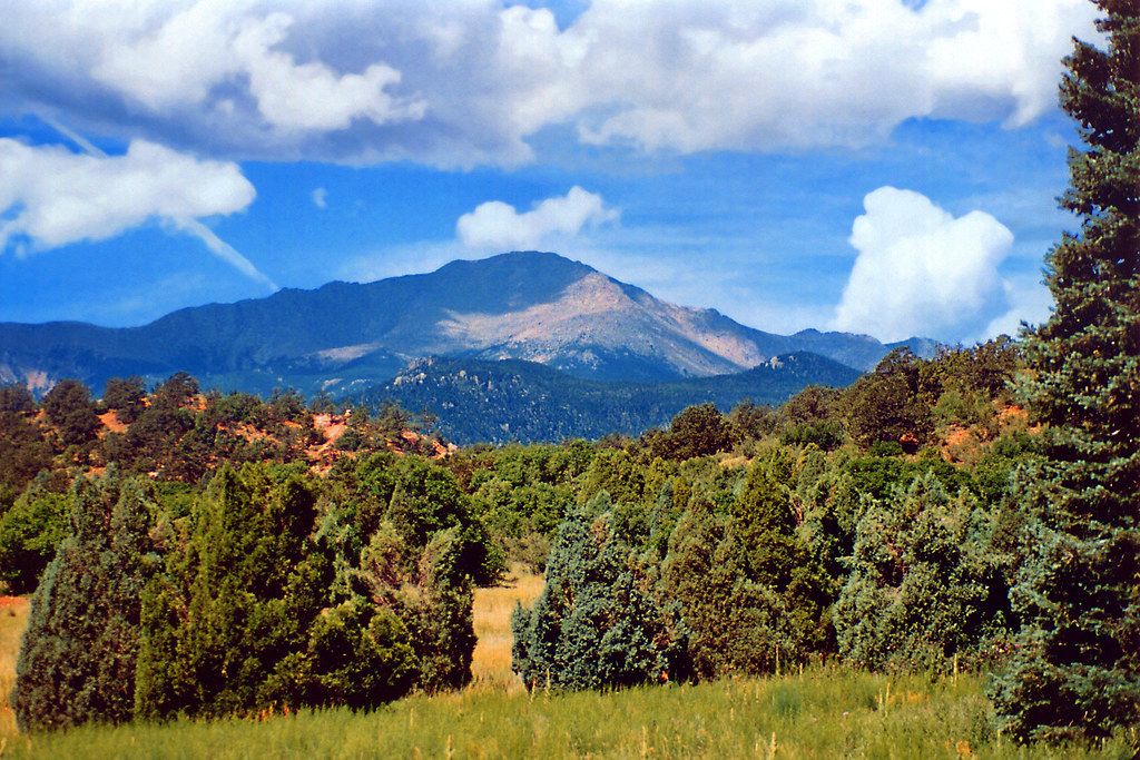 Pikes peak from garden of the gods garden of the gods is for Pikes nursery
