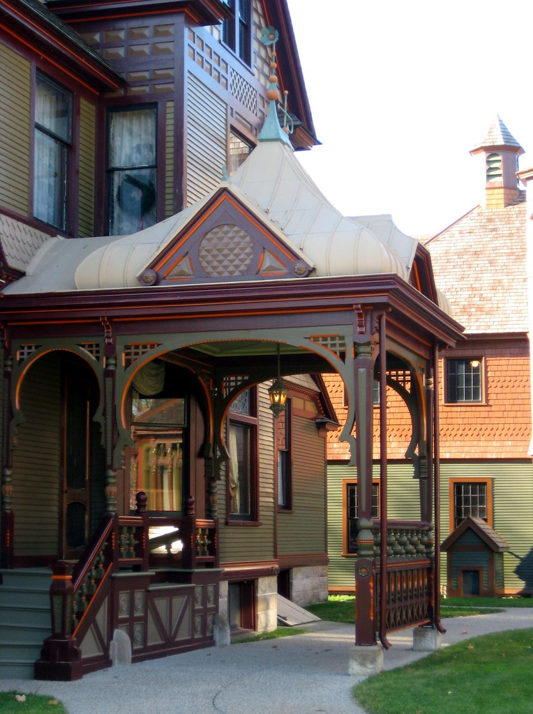 Porte cochere on the hackley house in downtown muskegon for Victorian carport