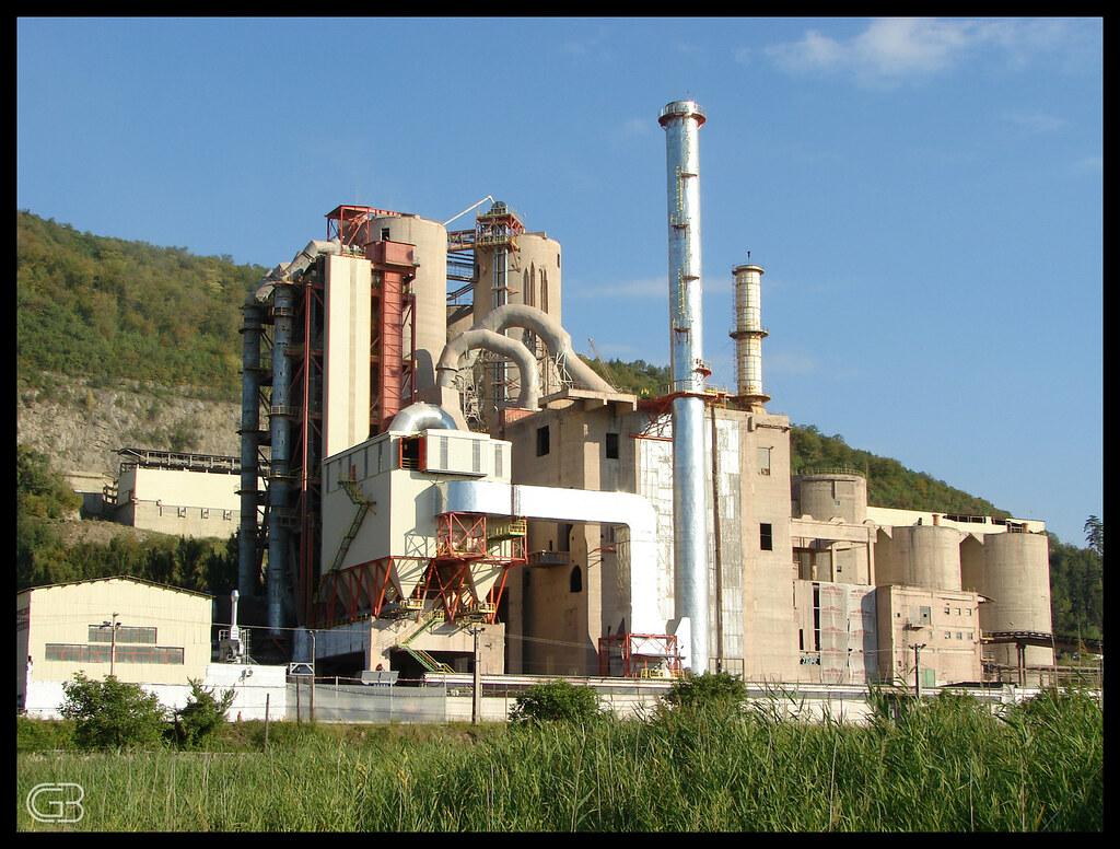 New Lafarge Cem : Combinatul de ciment hoghiz romcim lafarge cement plant