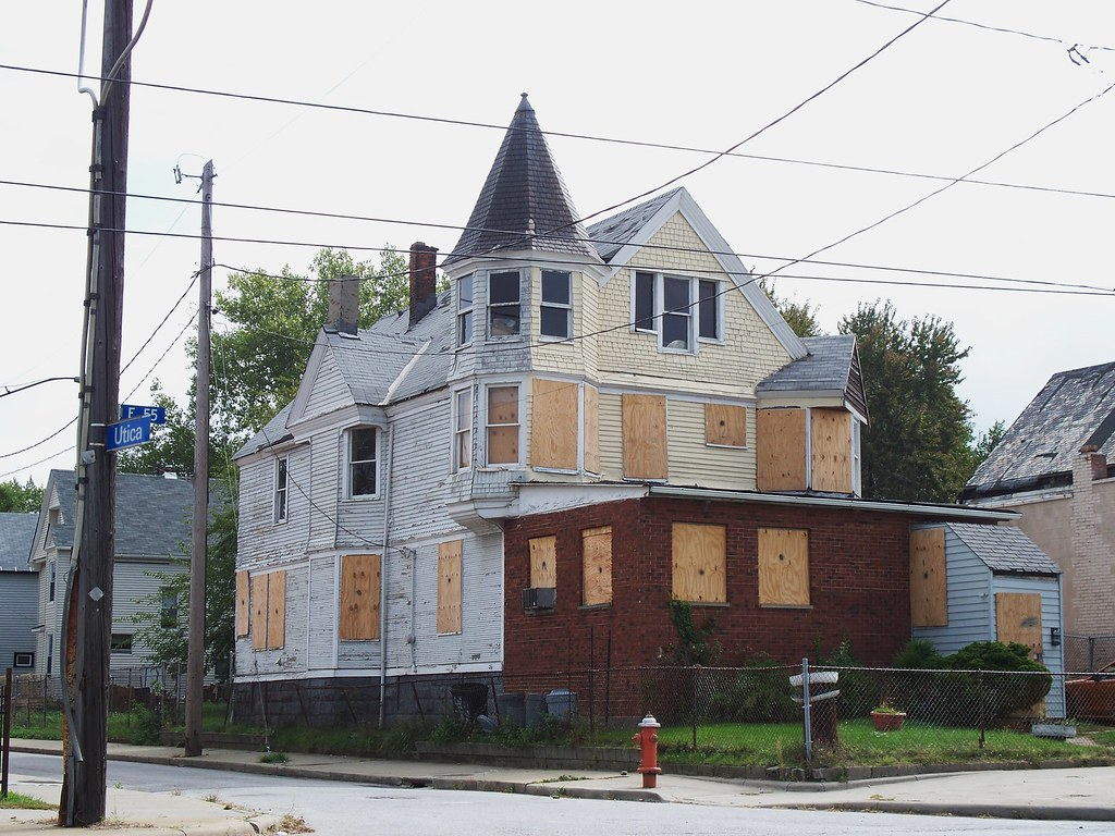 Oh cleveland abandoned house i 39 m assuming this boarded for Building a home in ohio