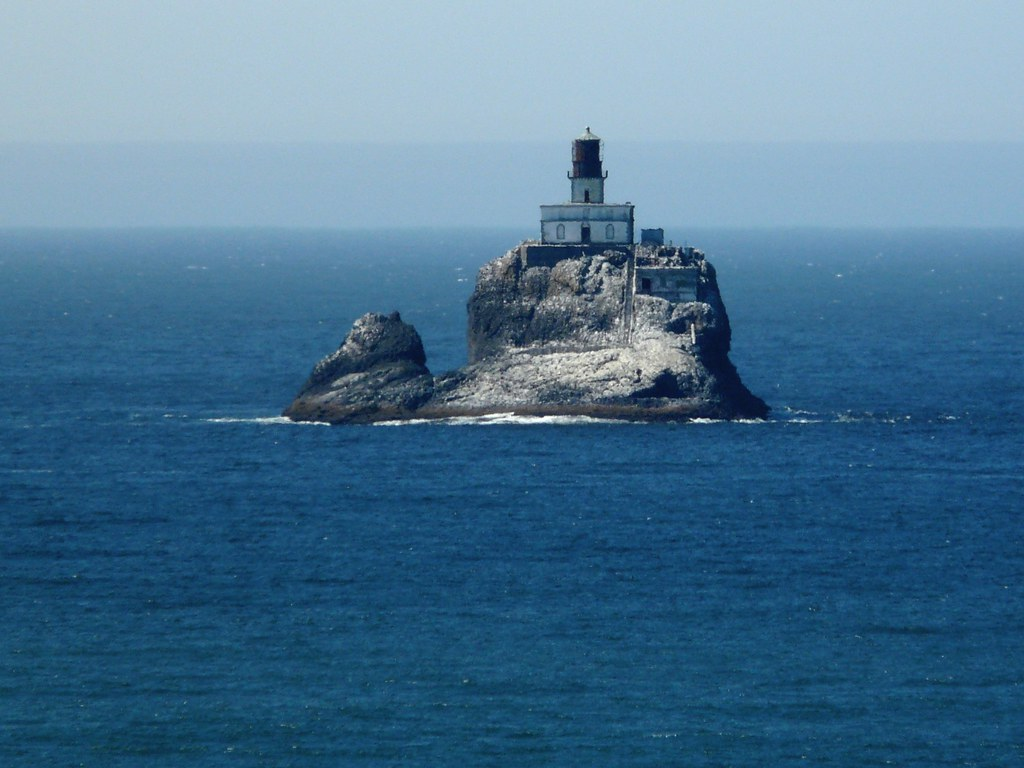 Oregon >> On the Rocks | A lighthouse, viewed from Ecola State Park, O… | Flickr