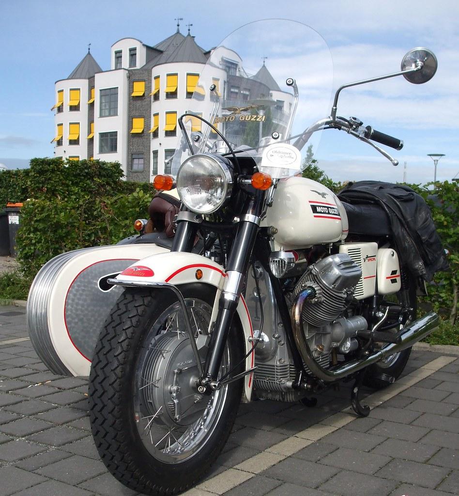 side car moto guzzi v7 id e d 39 image de moto. Black Bedroom Furniture Sets. Home Design Ideas