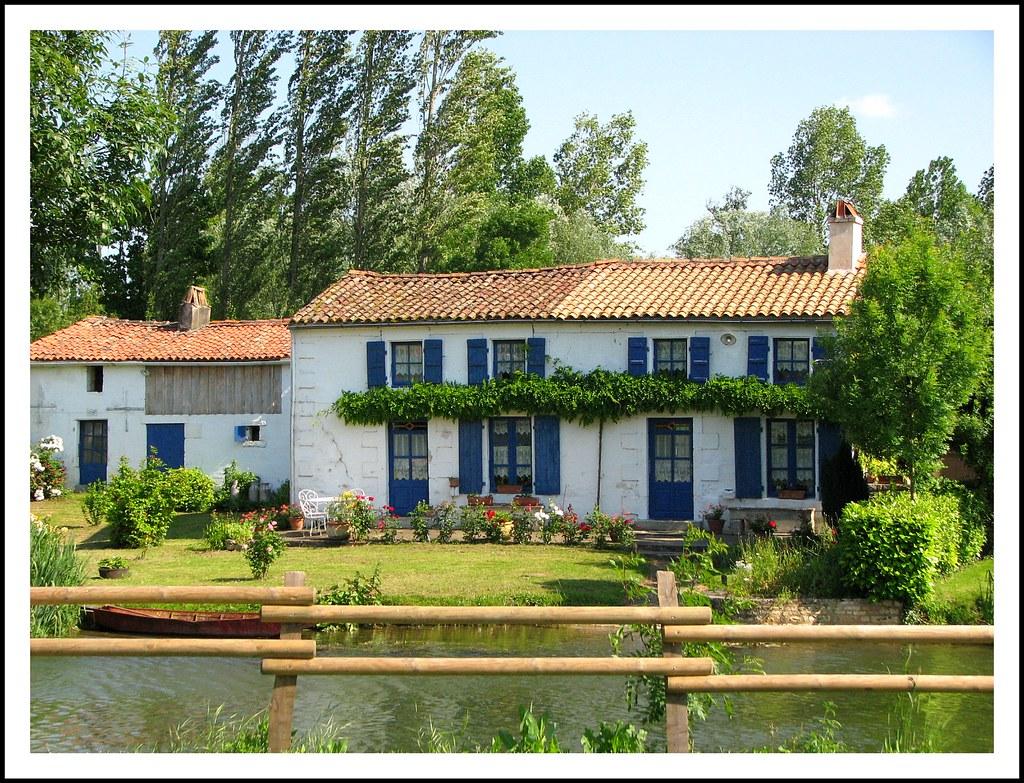 Marais poitevin la maison bleue typique du marais poitevi flickr - Maison bleue mobel ...