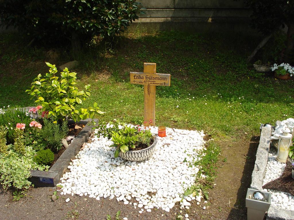 friedhof meckenheim urnengrab mit kies alter friedhof in m flickr. Black Bedroom Furniture Sets. Home Design Ideas