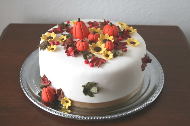 Fall Birthday cake | Cake decorated with fall leaves ...