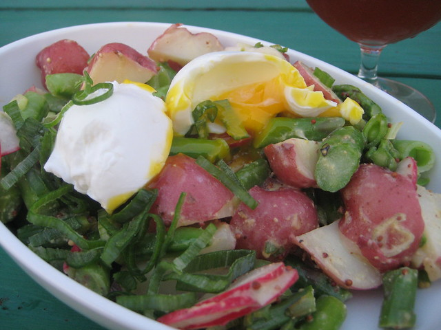 Spring salad with new potatoes and poached egg
