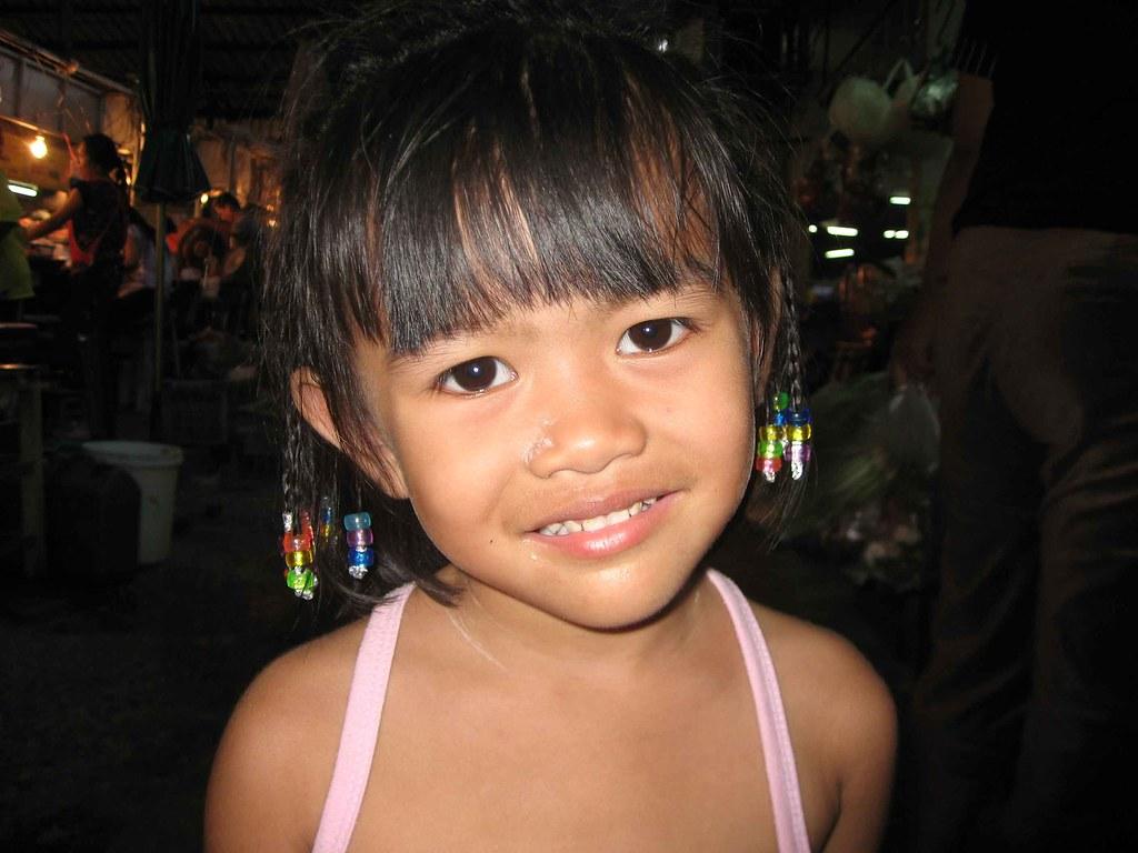 Little issan girl kalasin market thailand larry oien for Tiny thai teen