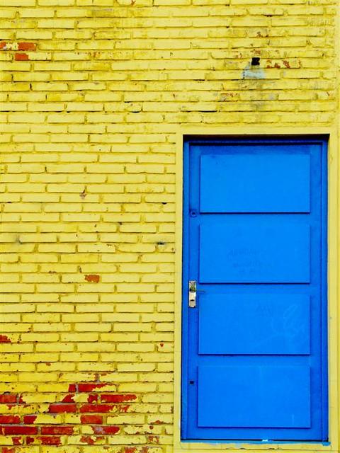 Puerta azul puerta azul en el estadio centenario ra l for Puerta 6 estadio newells