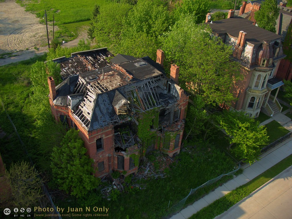flinn house in brush park 3131 an abandoned fire