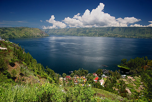 Lake Toba, Sumatra | by hapulcu