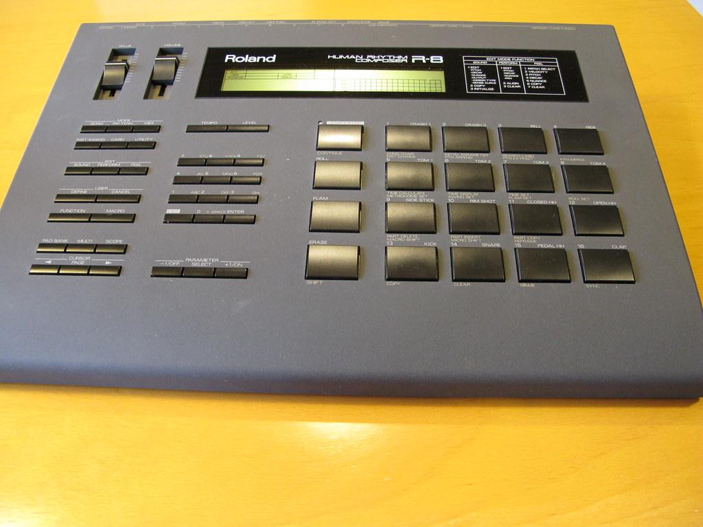 r8 drum machine