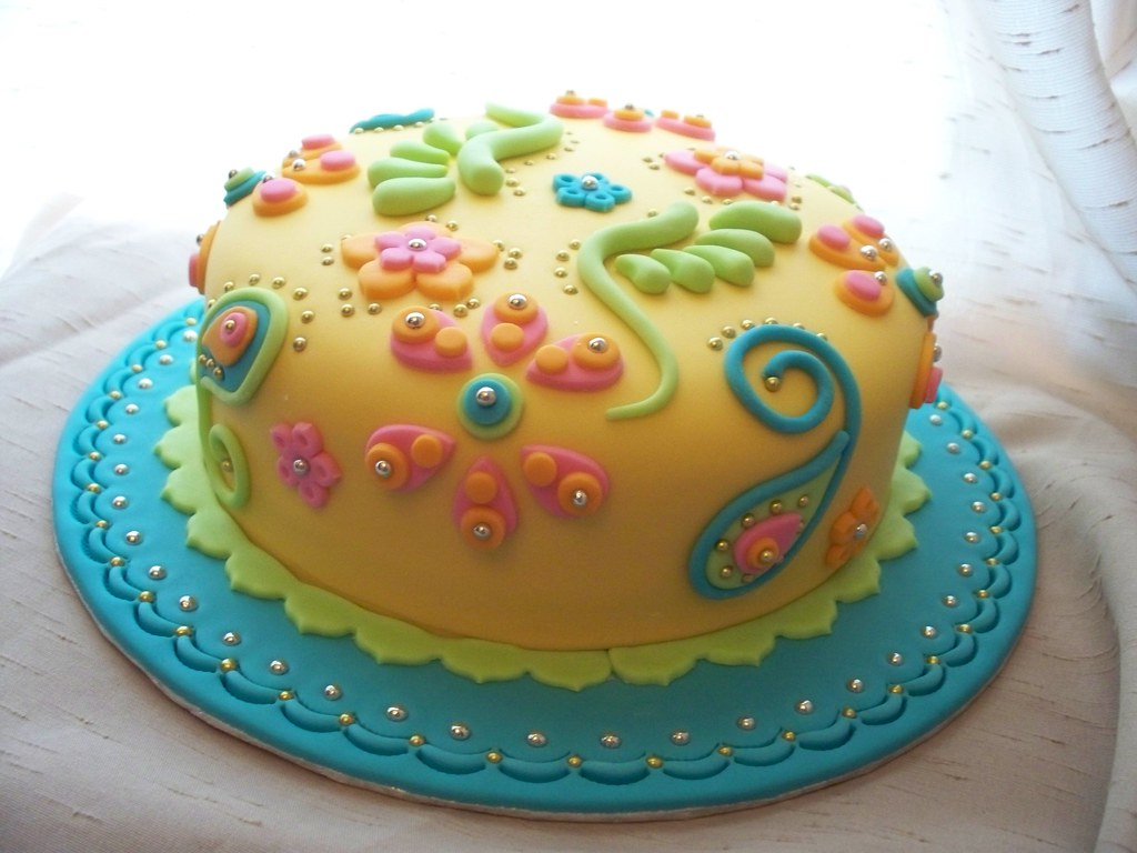 Bollywood cake for a flickr throwdown challenge would - Bizcochos para cumpleanos ...