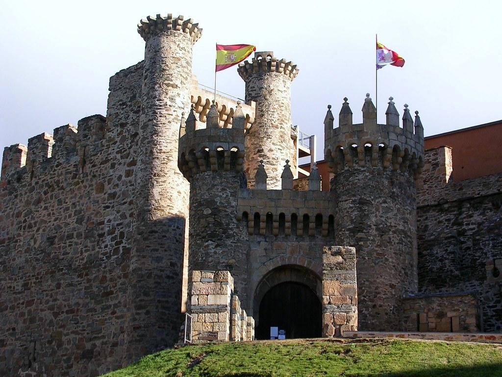 Castillo Medieval Castillo Medieval De Ponferrada