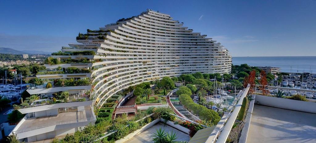 Natural curves ducal building marina baie des anges vi for Piscine marina baie des anges