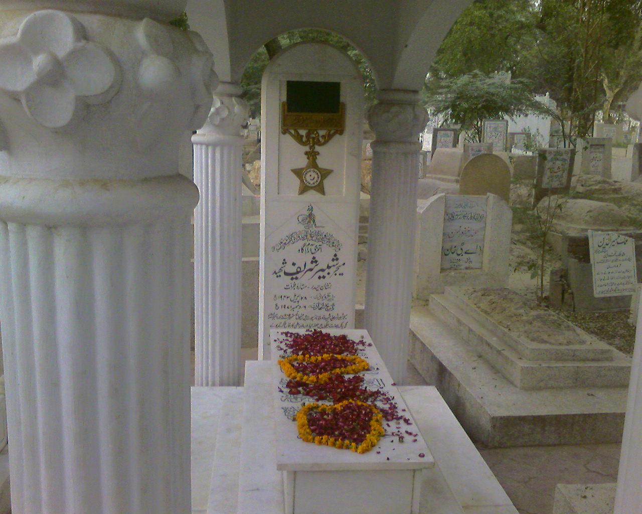 Graves of Major Shabbir Sharif : Miani Sahab Graveyard