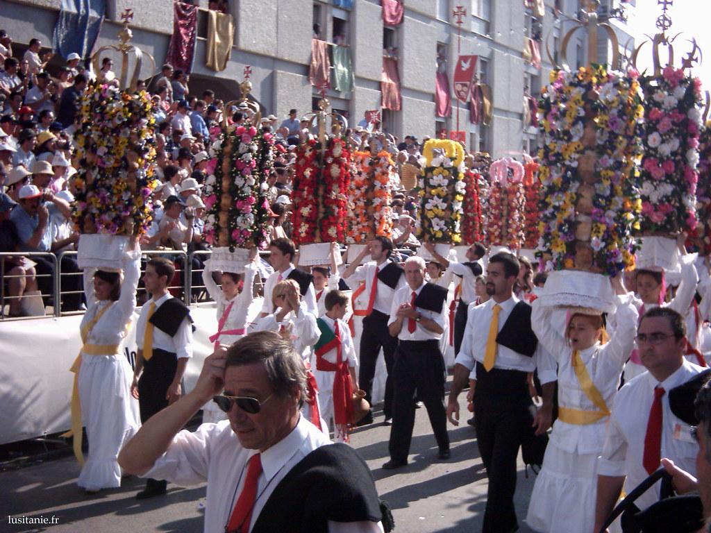 Le Cortège de la Festa dos Tabuleiros de Tomar, Portugal