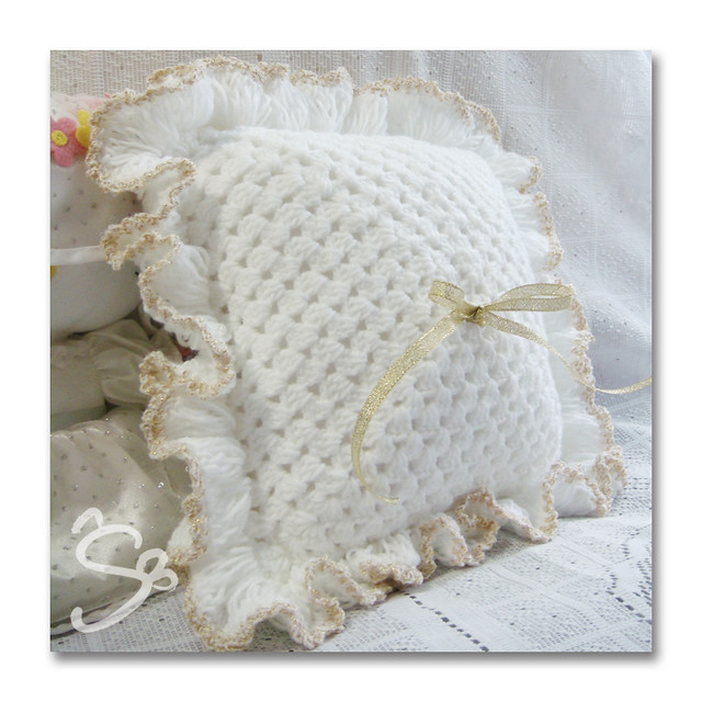 crocheted ring pillow Square pillow, simple and elegant ...