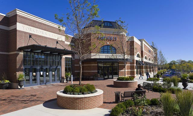 Yorktown center the shops on butterfield shop von maur for Lombard place