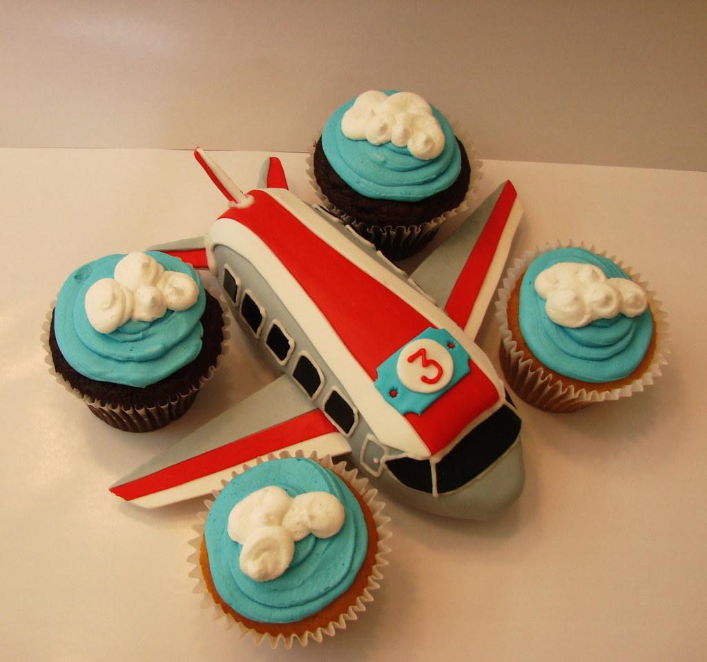 Airplane Cakelet With Cupcakes Airplane Mini Cake Design