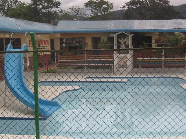 Piscina de jardin infantil flickr photo sharing for Andalue jardin infantil
