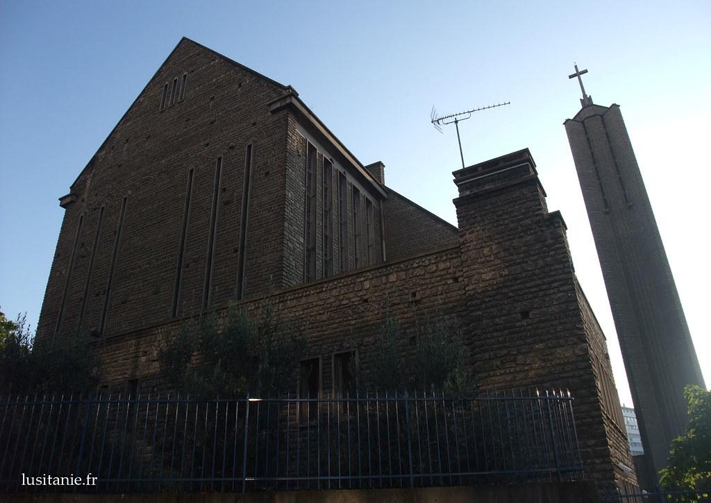 Derrière l'église