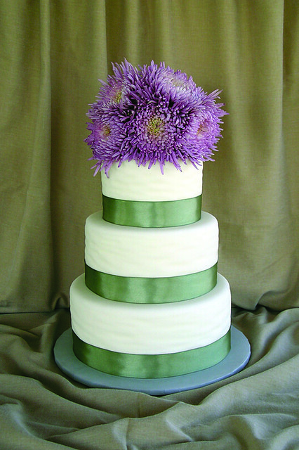 Purple Spider Chrysanthemums with Green Ribbon 3 Tier Cake ...